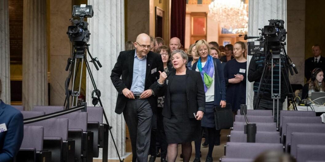 Rektorene ved høgskolene i Bergen og Stord/Haugesund, Ole-Gunnar Søgnen og Liv Reidun Grimstvedt har vært de mest fusjonsivrige på Vestlandet, nå møter de skepsis hos sine egne tillitsvalgte for farten påfusjonstoget.