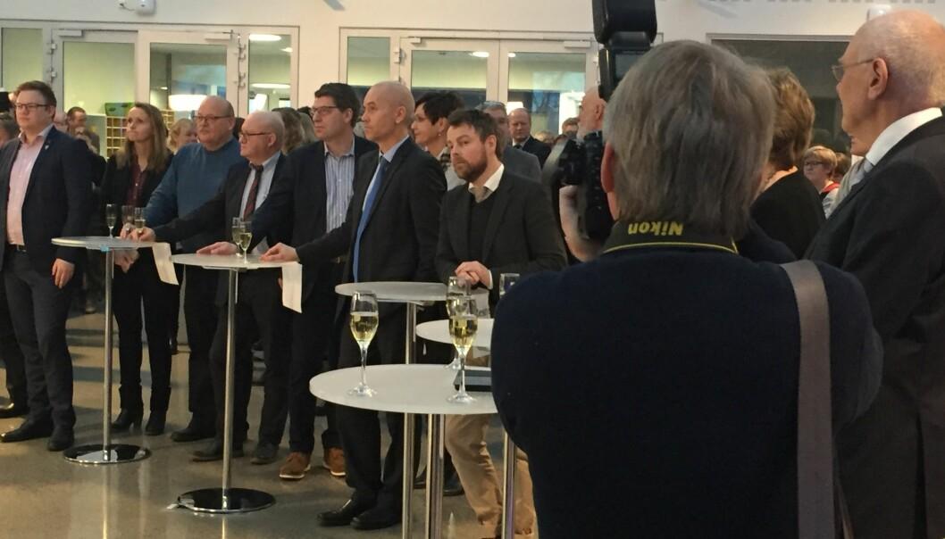 Kunnskapsminister Torbjørn Røe Isaksen deltok på en mannsterk markering av nye NTNU fra campus Gjøvik mandag. Foto: KD