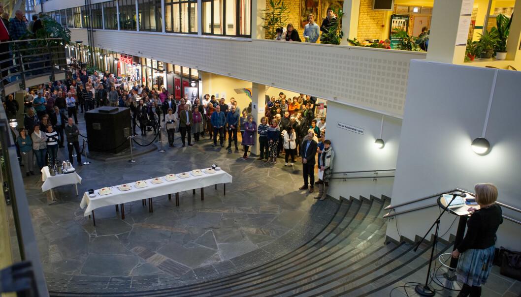 Professor Petter Arbo er skeptisk til å la den tidligere Høgskolen i Narvik fortsette som et eget fakultet, slik de selv ønsker, fordi det vil sementere den gamle institusjonsstrukturen. Her besøker rektor Anne Husebekk Narvik for å markere fusjonen mellom UiT og Narvik.  Foto: Espen Dalmo - 8thsession.com