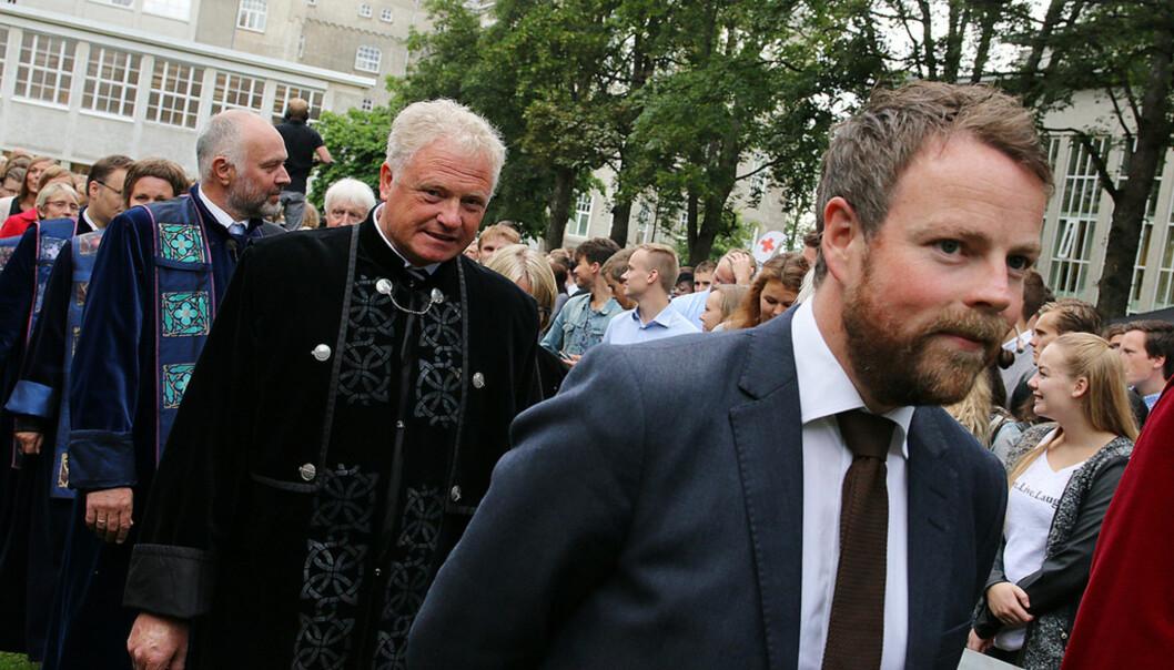 Prorektor for nyskpaing på NTNU, her i prosesjon sammen med kunnskapsminister Torbjørn Røe Isaksen. Foto: NTNU