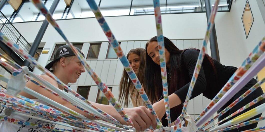 Karl Hansen, Nicoline Devik og Stine Andreassen fra Strømmen videregående skole deltok på fagdagen på Kjeller ved Høgskolen i Oslo og Akershus 2015. Arkivfoto: EvaTønnessen