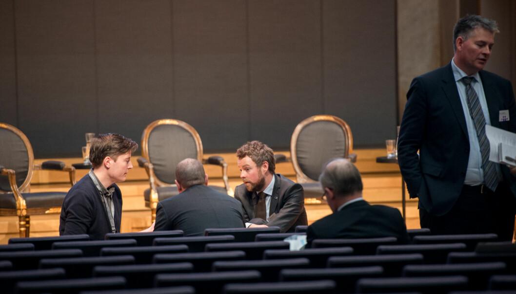 Torbjørn Røe Isaksen og Bjørn Haugstad (helt til høyre) står midt oppe i klargjøring av krav til nye lærerutdanning og de som skal tilby den, samt fusjonprosesser ogallianser. Foto: Skjalg Bøhmer Vold