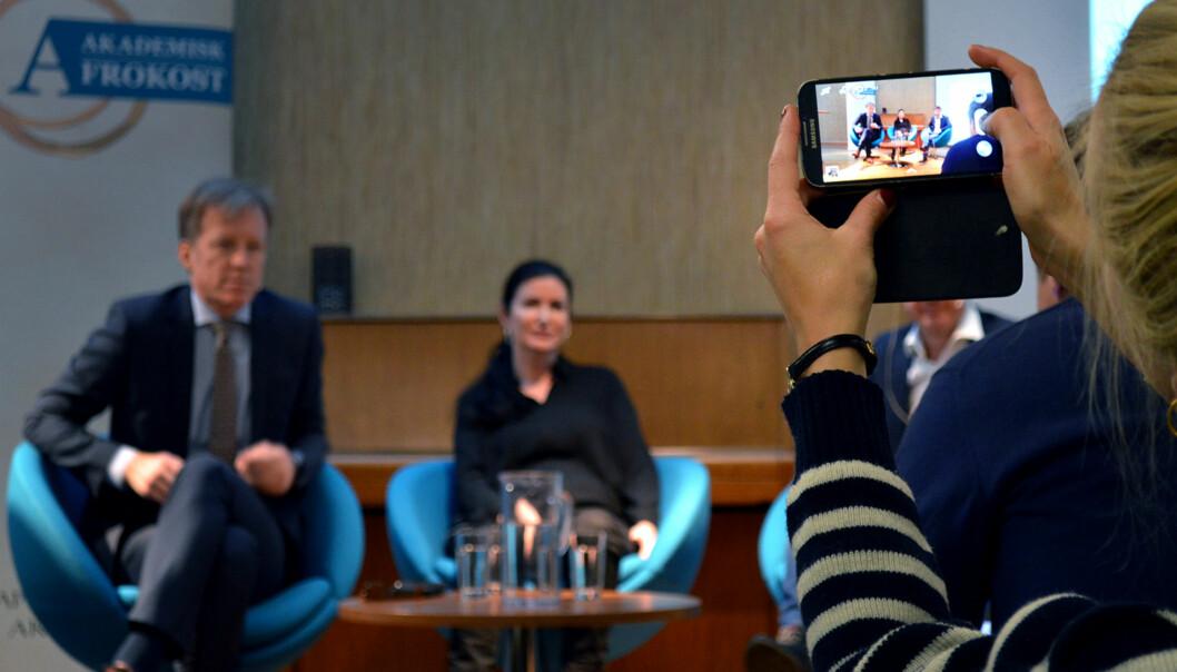 Rektor Curt Rice ved Høgskolen i Oslo og Akershus (t.v.) og professor Linda Lai ved BI er begge ivrige på sosiale medier og mener forskere har mye å tjene på å væreder.