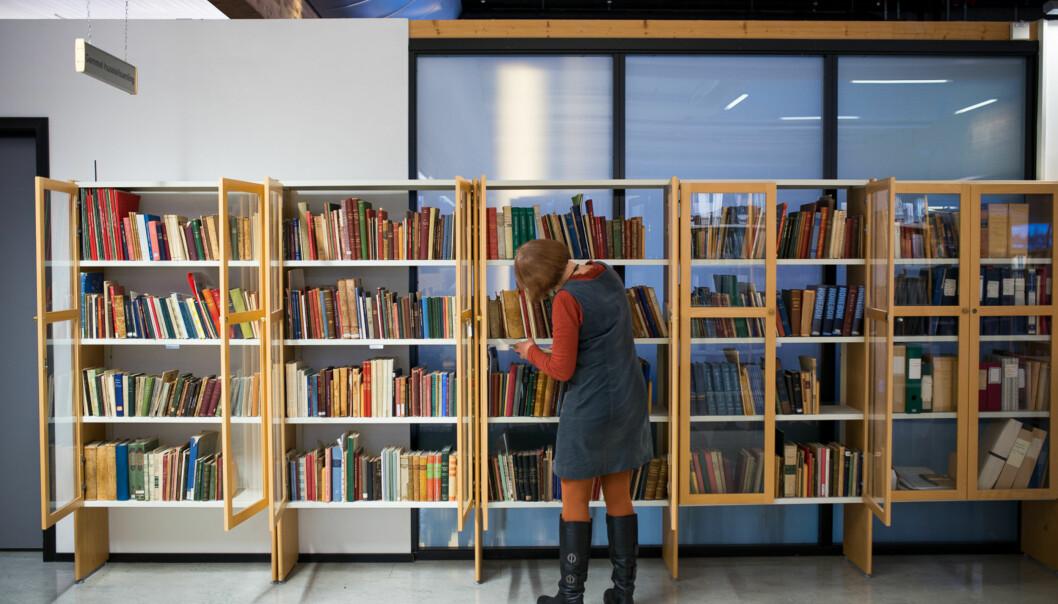 Institusjonene må selv bidra ved å la sine beste fagfolk bruke tid på å skrive gode lærebøker, skriver Vidar Røeggen og Terje Lohndal. Foto: Skjalg Bøhmer Vold