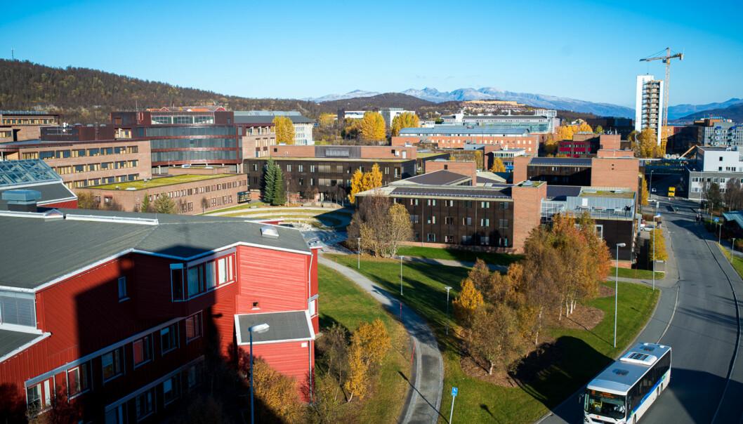 På UiT - Norges arktiske universitet ruller det en stor debatt om organisasjonsstruktur om dagen. Dette er et illustrasjonsfoto av Campus Tromsø. Foto: Skjalg Bøhmer Vold