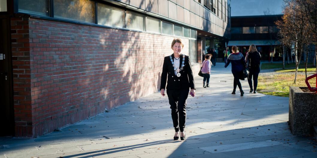 Universitetsrektor Anne Husebekk i Tromsø innfører et system for merittering av undervisning. Å bli «merittert underviser» kan nå bli et fortrinnnår vitenskapelig ansatte skal søke om opprykk tilprofessor. Foto: Skjalg Bøhmer Vold
