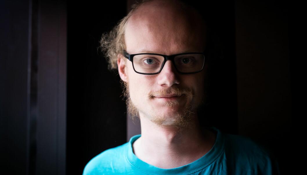 William Sæbø er diagnostisert med aspergers syndrom. Han vet at han er litt annerledes, men håper likevel han kan få seg en normal jobb. Foto: Skjalg Bøhmer Vold