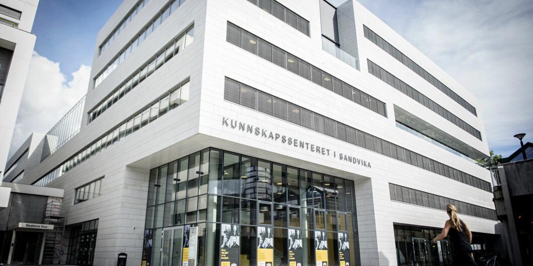 Ingen nye lærerstudenter kommer til å begynne på Høgskolen i Sørøst-Norges utdanning på Kunnskapssenteret i Sandvika i august. Det var for fåsøkere. Foto: Cicilie S. Andersen