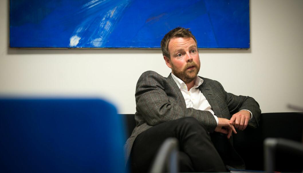 Kunnskapsminister Torbjørn Røe Isaksen på kontoret sitt. Foto: Skjalg Bøhmer Vold