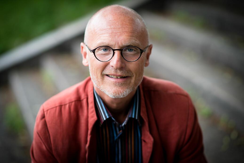 Lars Egeland, direktør for universitetsbiblioteket på OsloMet, mener biblioteket kunne ha kjøpt tilgang til pensumbøker på vegne av de studentene som har boka som pensum. — Det ville være langt billigere enn å lage et system der hver enkelt må kjøpe boka, skriver han. Foto: Skjalg Bøhmer Vold