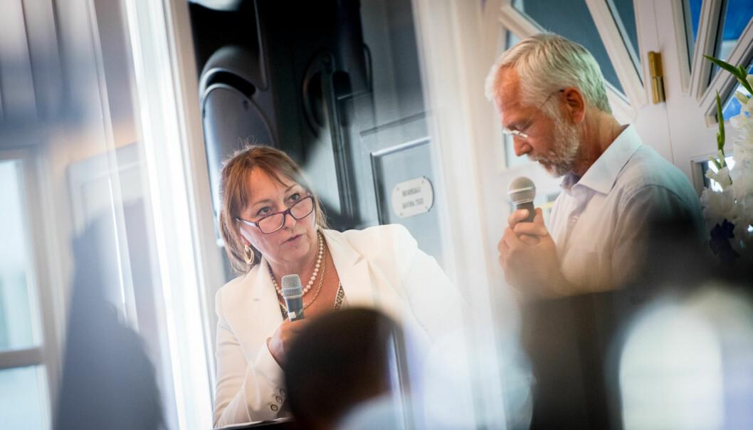 Det er tverrpolitisk enighet i Telemark fylke om at styreleder i KS, Gunn Marit Helgesen, ville bli den beste styrelederen ved Høgskolen i Sørøst-Norge etter fusjonen 1. januar. Her er hun sammen med lederen for HiOAs forskningsinstitutter, Kåre Hagen, underArendalsuka. Foto: Skjalg Bøhmer Vold