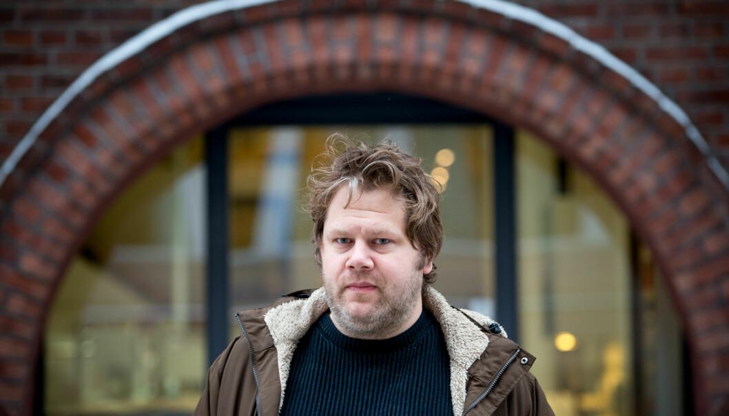 Hovedtillitsvalgt i Norsk Tjenestemannslag på Høgskolen i Oslo og Akershus, Anders S. Lyng, er ikke fornøyd med måten fagforeningene er blitt trukket inn i prosessen for å effektivisere administrasjonen vedhøgskolen. Foto: Skjalg Bøhmer Vold