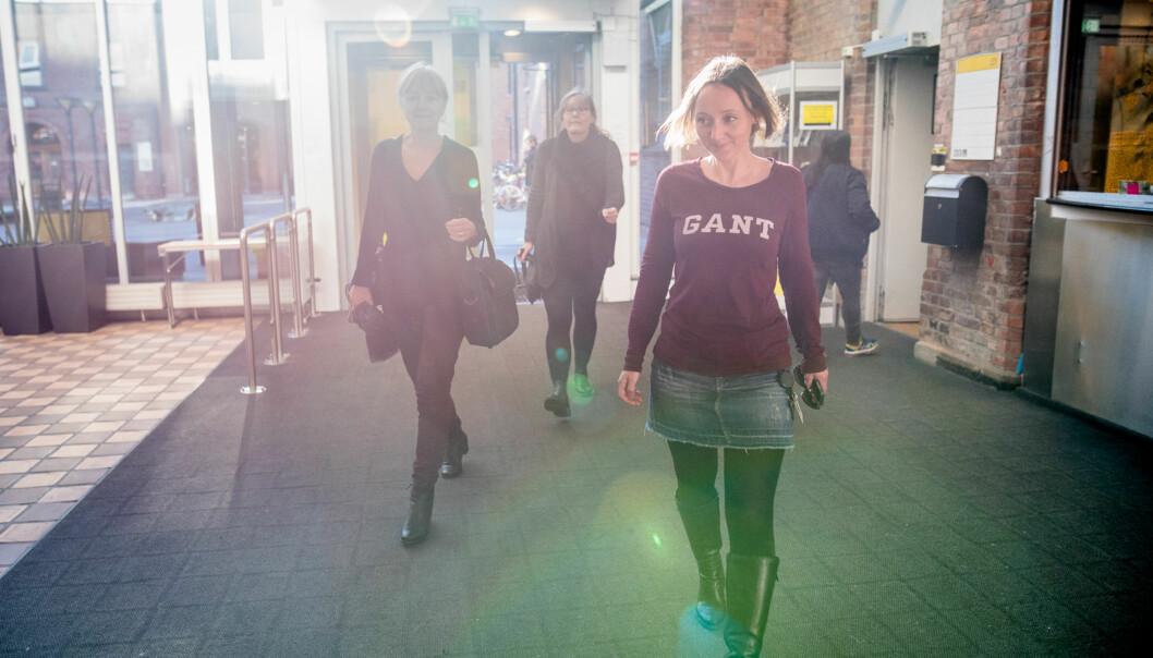 Stipendiat Jannike Hegdal Nilssen i spissen når programansvarlig Joron Pihl og Nina Aakernes, også stipendiat, begir seg fra lunsj til felles stipendiatkurs ikunnskapsteori. Foto: Skjalg Bøhmer Vold