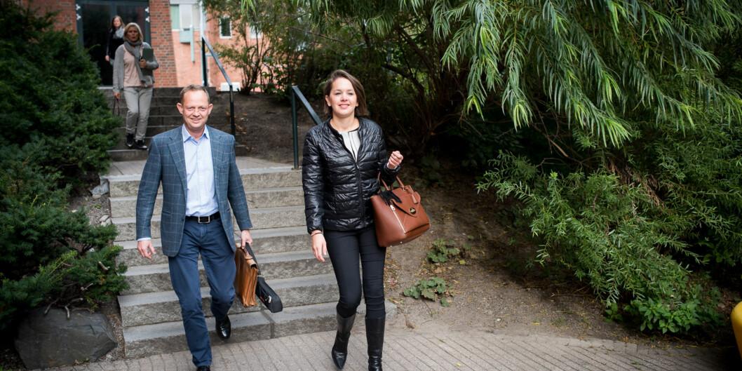 På vegne av Kjell Inge Røkke, er Bjørn Blindheim og Mari Sofie Korslund rundt på landets universiteter, og noen høgskoler, for å finne talenter som vil søke AkerScholarship. Foto: Skjalg Bøhmer Vold