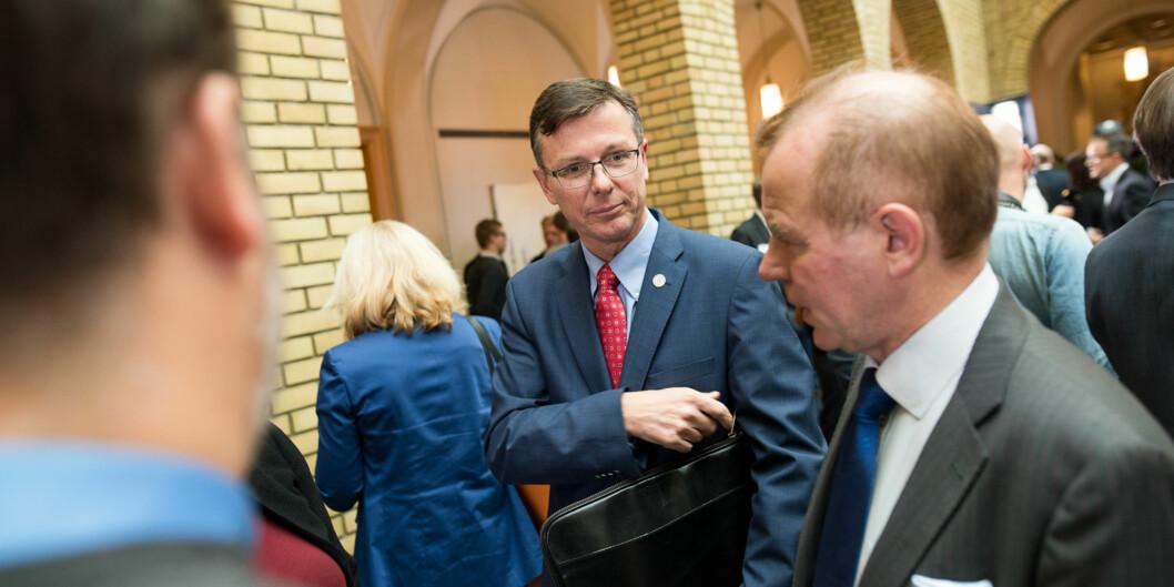 Bergen-rektor Dag Rune Olsen i vandrehallen på Stortinget sammen med kollega Ole Petter Ottersen, rektor på Universitet iOslo. Foto: Skjalg Bøhmer Vold