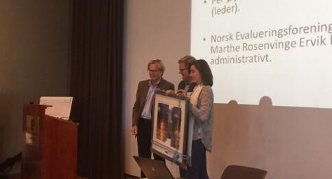 Fikk pris for bok om evaluering av NAV