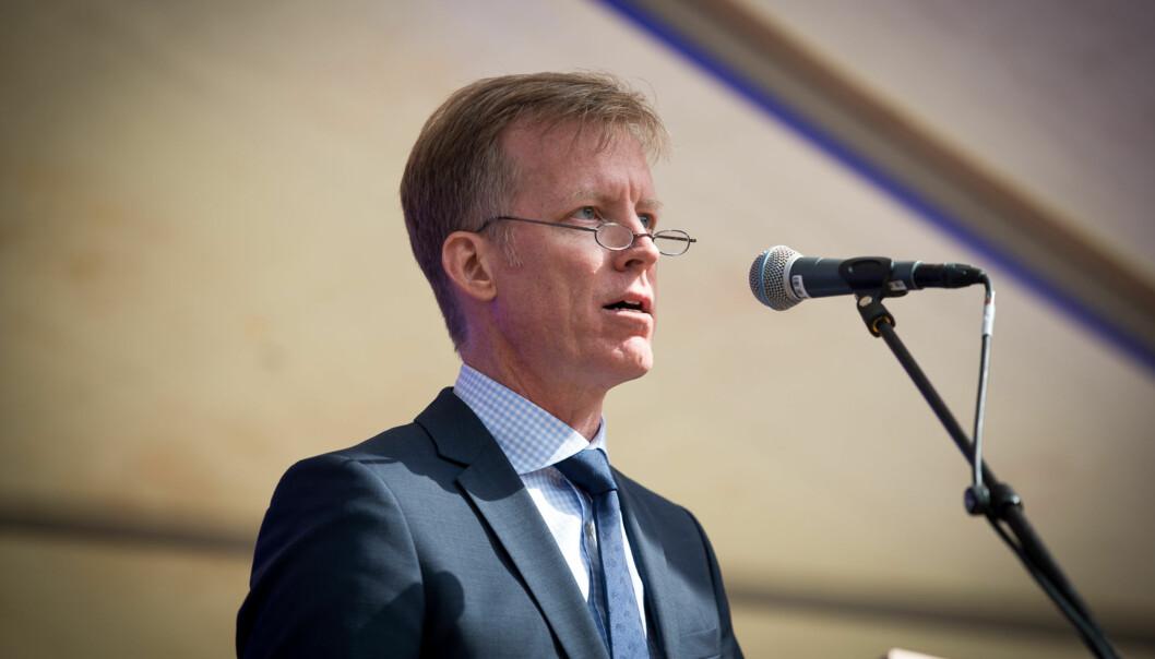 Rektor Curt Rice under ansattmingling på plassen utenfor P52. Foto: Skjalg Bøhmer Vold
