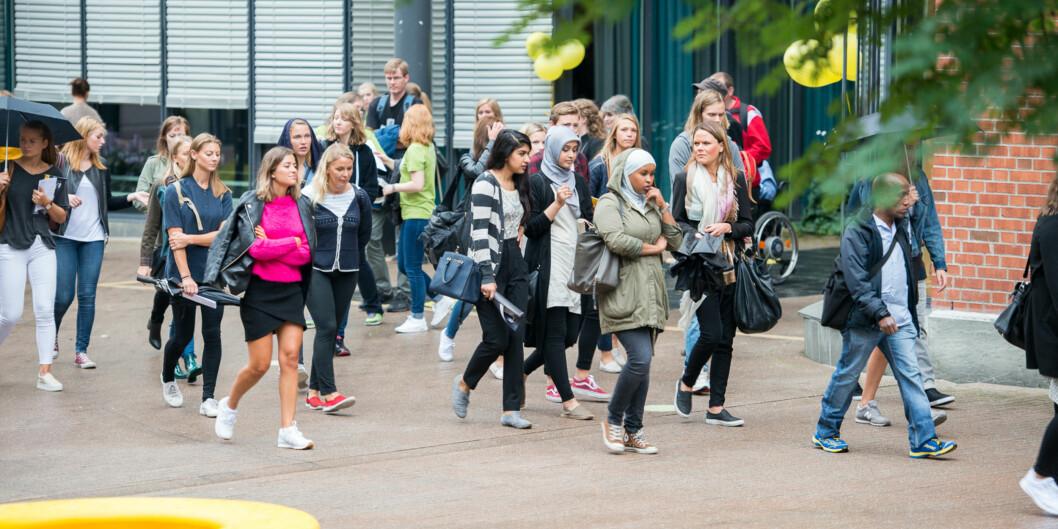 Høgskolestudenter skal bli til universitetsstudenter, og debatten går om hva Høgskolen i Oslo og Akershus skal hete somuniversitet. Foto: Skjalg Bøhmer Vold