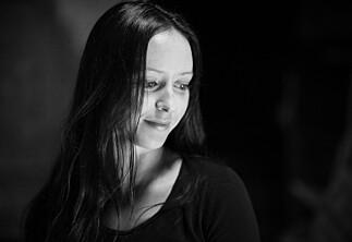Nær venninne begikk selvmord, nå ønsker Mia mer åpenhet