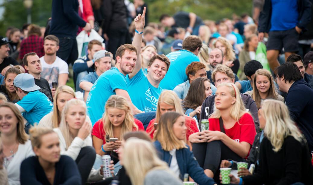 Illustrasjonsfoto: Nye studenter og faddere under grillkonserten på St. Hanshaugen under studiestart på OsloMet. Foto: Skjalg Bøhmer Vold