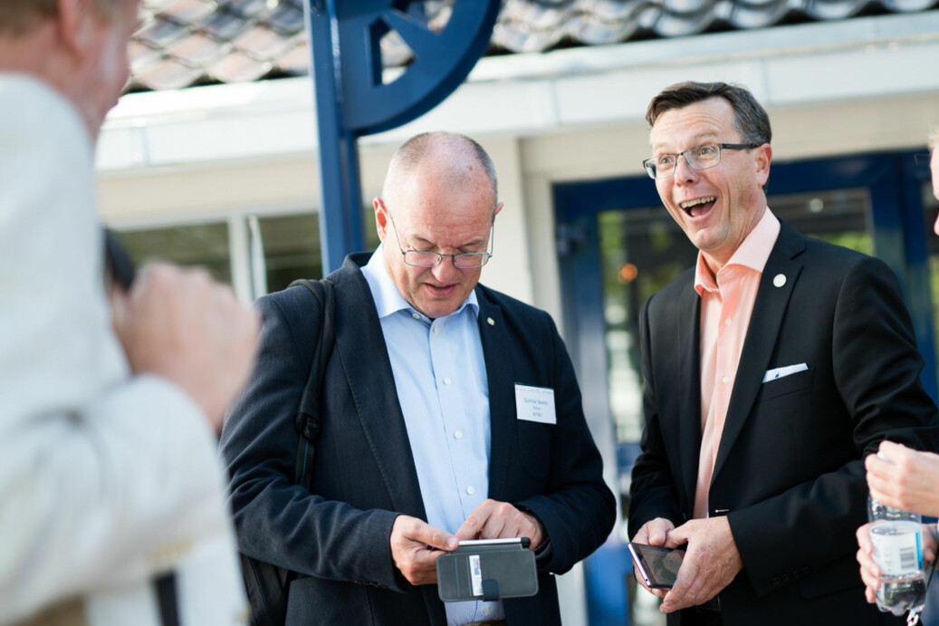 F.v.: Rektor på NTNU, Gunnar Bovim, skal sitte i bilen og UiB-rektor Dag Rune Olsen skal ta fly. Foto: Skjalg Bøhmer Vold