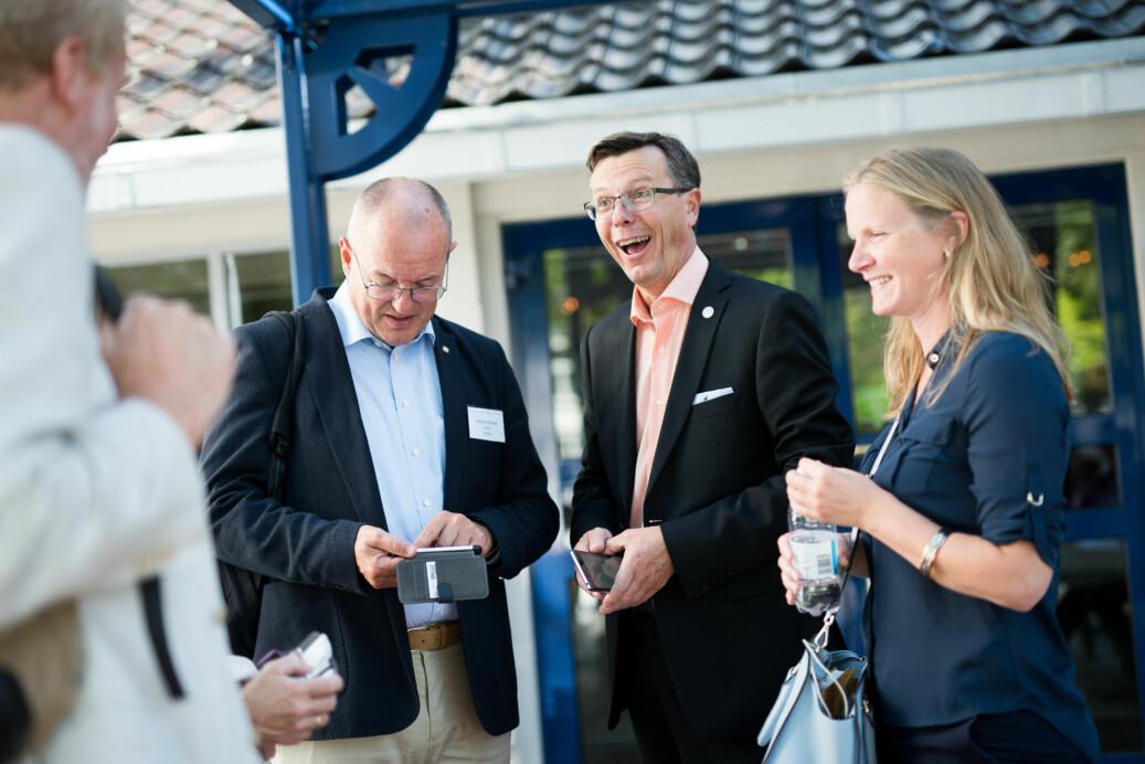 Universitetet i Bergen-rektor Dag Rune Olsen (midten) håvet i 2017 inn mer enn både NTNU ved rektor Gunnar Bovim (t.v.) og NMBU ved rektor Mari Sundli Tveit (t.h.). Foto: Skjalg Bøhmer Vold