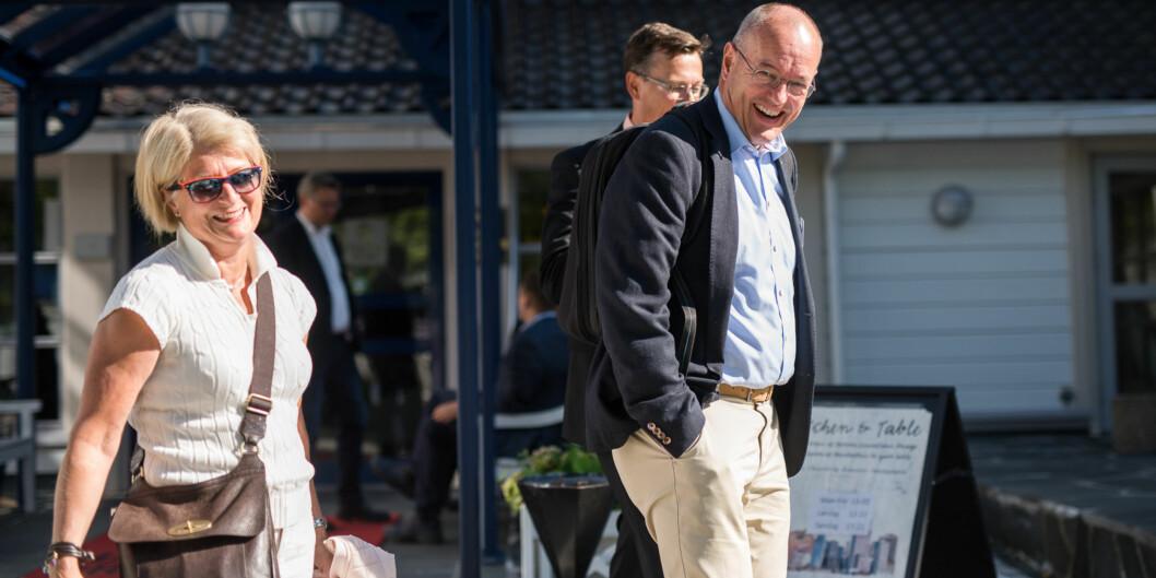 """Rektor Anne Husebekk (UiT), Gunnar Bovim (<span class=""""caps"""">NTNU</span>) og Dag Rune Olsen (UiB) jobbet alle ved siden av studiene. Her på sin ordinære jobb under Arendalsuka i fjorsommer. Foto: Skjalg Bøhmer Vold"""