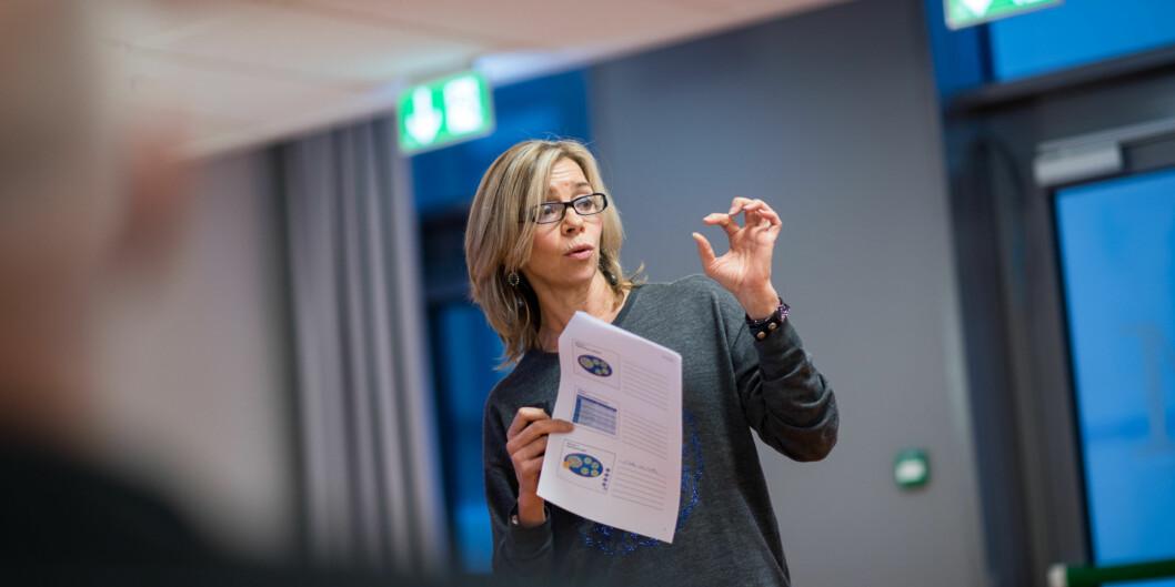 Dekan Nina Waaler fikk ikke på plass ny leder på det nye, store fusjonerte Institutt for sykepleie og helsefremmende arbeid før hun reiste på ferie onsdag. Instituttet etableres 1.august. Foto: Skjalg Bøhmer Vold