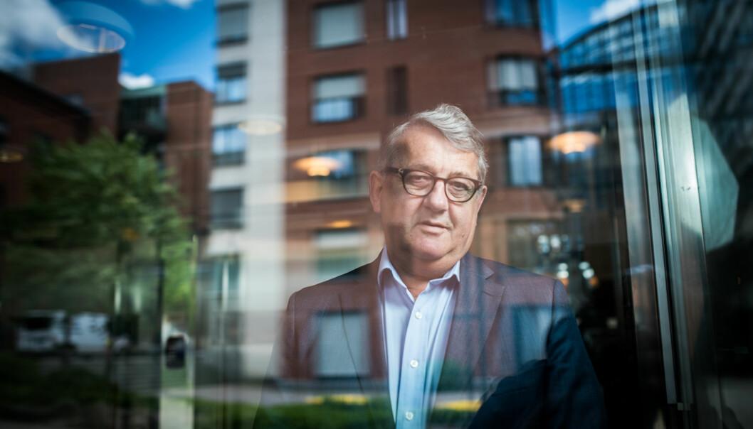 Riksrevisjonen, her ved riksrevisor Per Kristian Foss, er bekymret over dårlig kontroll med vitnemål ikunnskapssektoren. Foto: Skjalg Bøhmer Vold