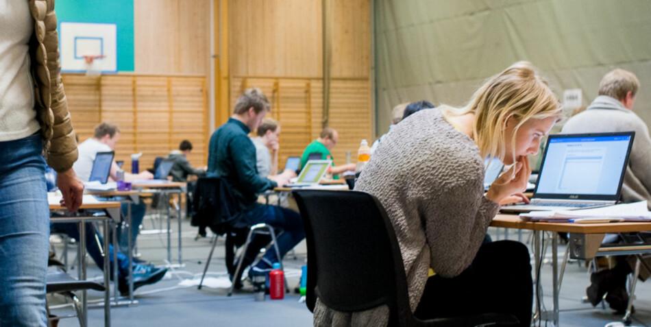 Den som sier han eller hun aldri har humret sarkastisk av formuleringer i eksamensbesvarelser, lyver, skriver Arve Hjelseth. Foto: Skjalg Bøhmer Vold