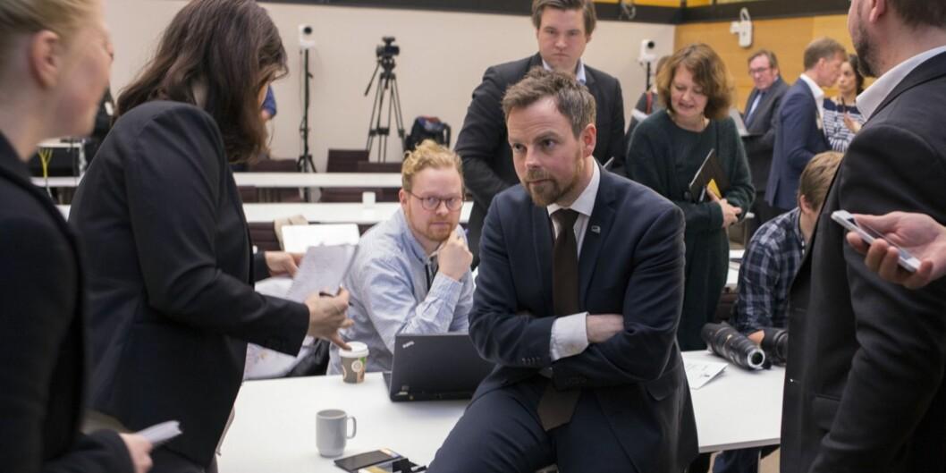 Her forklarer statsråd Torbjørn Røe Isaksen prinsippene i strukturmeldinga som ble lagt fram rett før påske. I pinsen kom oppropet mot flere avprinsippene.