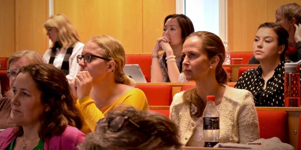 Studentombudene, Anita Tøien Johansen (HiOA) (gul genser) og Marianne Høva Rustberggard (UiO) (t.h. for Johansen)  mener det er viktig at studentenes rettssikkerhet ivaretas. Foto: ØysteinFimland