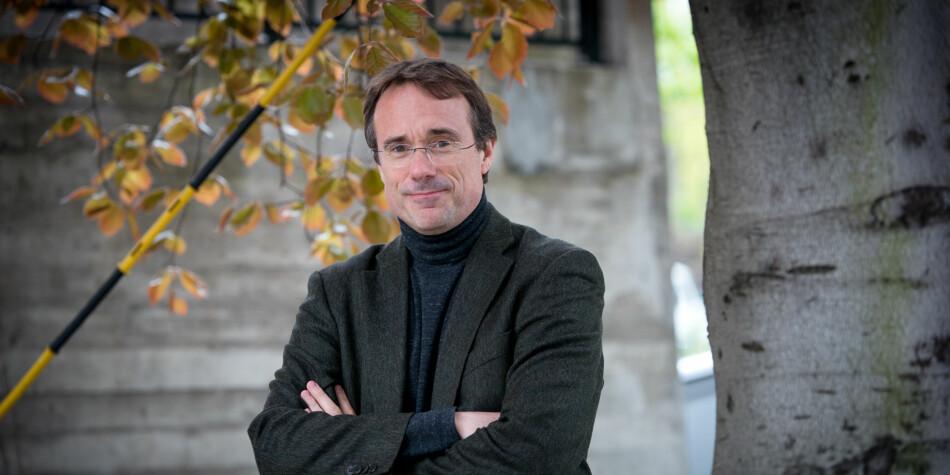 Medieprofessor Johann Roppen har vært rektor for Høgskulen i Volda siden 2015. Nå er han nominert igjen, som eneste kandidat for neste periode. Foto: Skjalg Bøhmer Vold