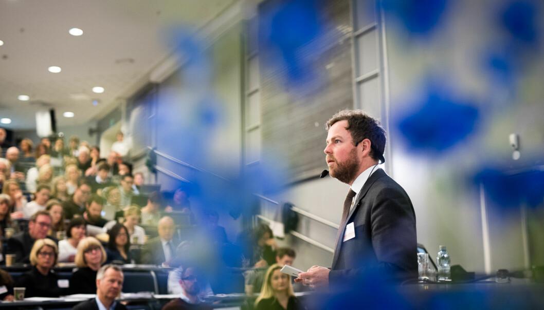 Torbjørn Røe Isaksen presenterer tilstanden for norskutdanning. Foto: Skjalg Bøhmer Vold