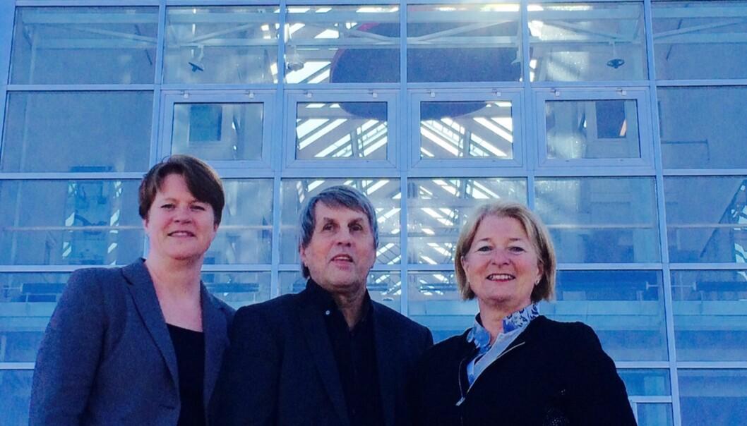 De tre rektorene og fusjonspartnerne i nord samlet på ett brett: Anne Husebekk (UiT) (t.h.), Arne Erik Holdø (Narvik) og Bodil Olsvik(Harstad).