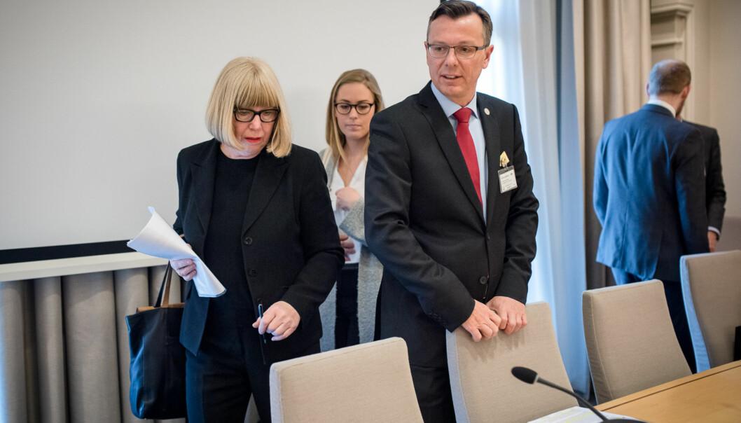 """Under en høring om strukturreformen i Stortinget i fjor, opplevde UiB-rektor Dag Rune Olsen, at fellesskapet i Universitets- og høgskolerådet (<span class=""""caps"""">UHR</span>) var ved å briste, forteller han. Daværende rektor ved Universitetet i Agder, Torunn Lauvdal, stilte seg i det Olsen kaller en «separatistfunksjon» under sitt innlegg om behovet for en ny finansieringsmodell isektoren. Foto: Skjalg Bøhmer Vold"""