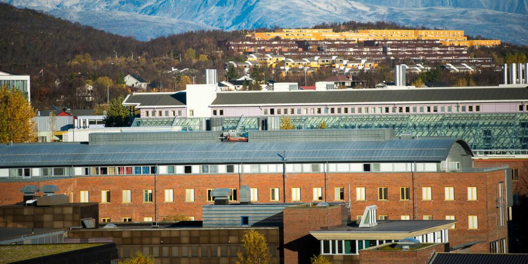 De hovedtillitsvalgte ved Universitetet i Tromsø mener ledelsen ved universitetet burde ha tatt selvkritikk i saken om tariffstridige lønnstillegg ved UiT.