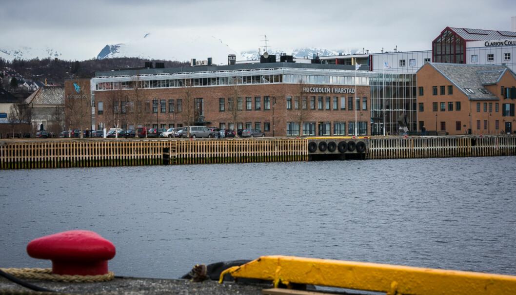 UiTs campus i Harstad ligger sentralt plassert i byen. Bildet er tatt før Høgskolen i Harstad ble fusjonert inn i UiT 1. januar 2016. Foto: Skjalg Bøhmer Vold