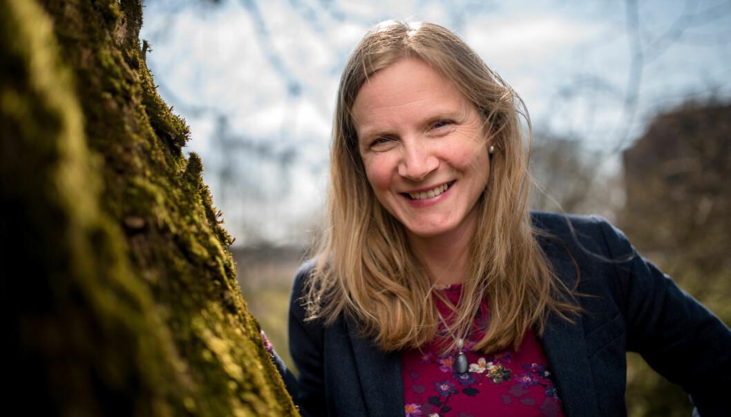 Mari Sundli Tveit forteller hun er letta og glad for at styret ved Norges miljø- og biovitenskapelige universitet (NMBU) vedtok å ansatte henne som rektor i fire nyeår. Foto: Skjalg Bøhmer Vold