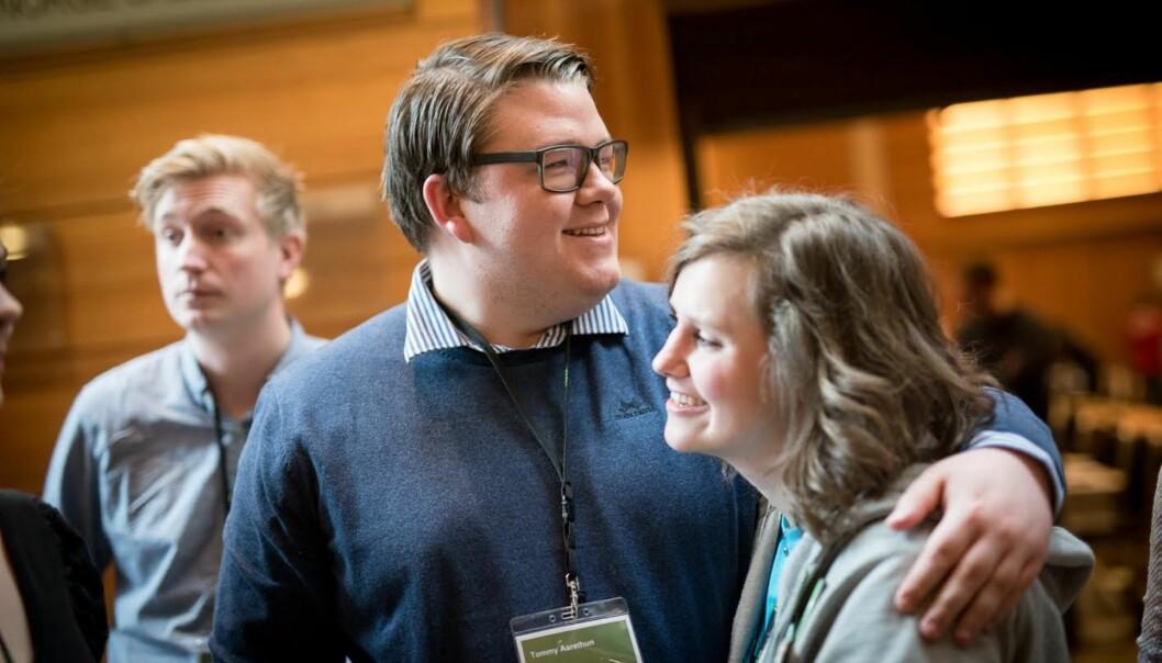 Tommy Aarethun (i midten) er ny rådgivar for rektoratet ved Universitetet i Bergen det neste halve året. Her er han avbilda saman med Synne Grønvold og Jørgen Ringen Andersen under sist landsmøte til Norsk studentorganisasjon i2015.