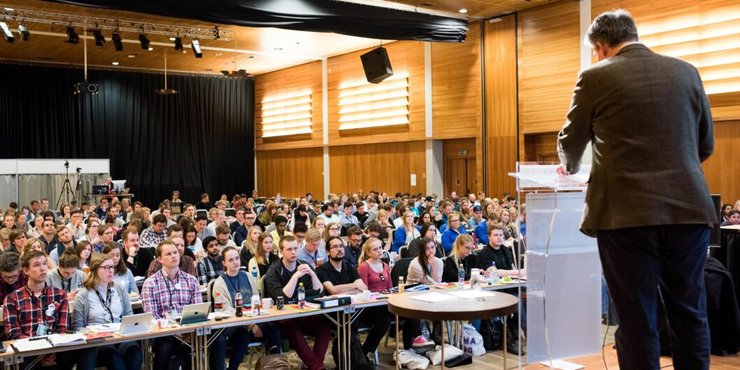 """Den største nyheten fra statssekretær Bjørn Haugstad til <span class=""""caps"""">NSO</span>-landsmøtet var at de skal bli to og ikke bare én studentrepresentant i <span class=""""caps"""">NOKUT</span>-styret. Foto: Skjalg Bøhmer Vold"""