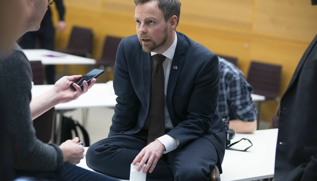 Torbjørn Røe Isaksen på pressekonferansen for struktrumeldinga. Foto: Øyvind Aukrust