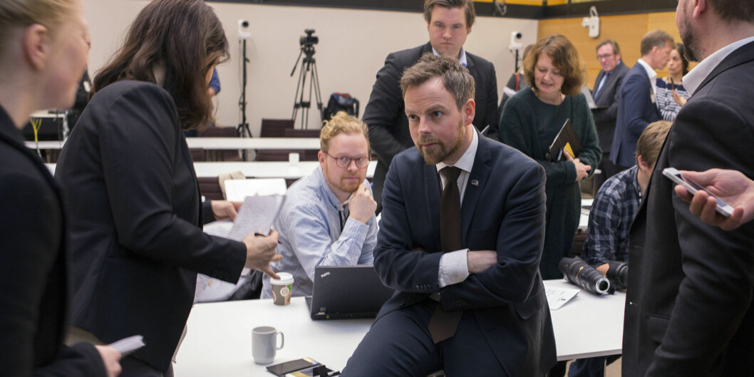 Kunnskapsminister Torbjørn Røe Isaksen forklarerstrukturmeldingen. Foto: Øyvind Aukrust