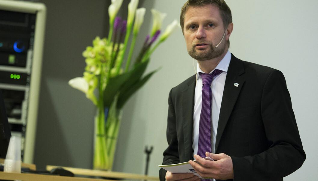 Helseminister Bent Høie forsvarer Helsedirektoratets vurderinger i saken om psykologiutdanningen fra ELTE i Ungarn.