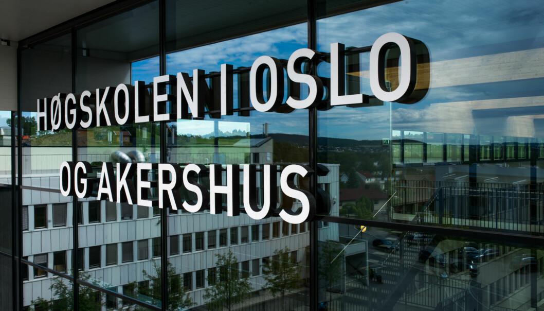 Kanskje vil det stå Tigerstadens universitet eller Kong Haakon 7. universitet her ved inngangen til Høgskolen i Oslo og Akershus på Kjeller i framtiden, eventuelt et av de andre over 80 forslagene som er kommet inn som nyttnavn. Foto: Skjalg B Vold