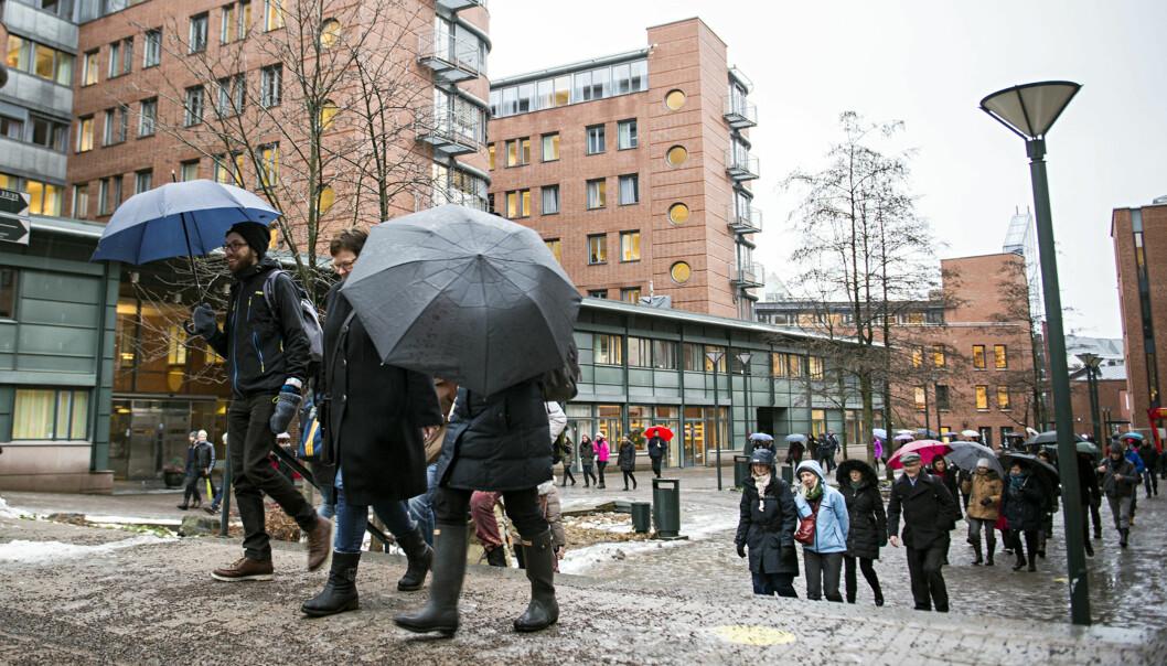 Sist det var streik ved Høgskolen i Oslo og Akershus gikk rundt 100 personer i tog for å markere motstand mot endringer i arbeidsmiljøloven (bildet). Førstkommende torsdag kan over 500 av de 2000 ansatte bli tatt ut istreik.