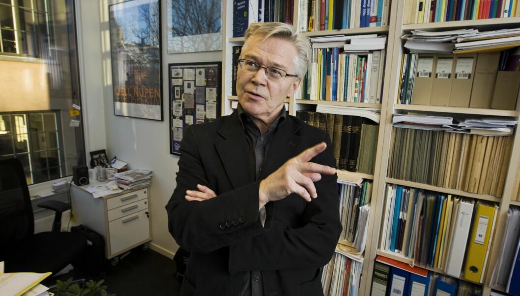 Sylfest Lomheim trodde ikke det var mulig å skrive så dårlig norsk som bachelorstudentene og kommende norsklærere gjorde i de 50 oppgavene han harrettet. Foto: Hansen, Frode