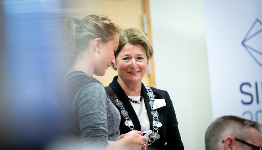 Rektor ved Universitetet i Tromsø, Anne Husebekk, leiar fusjonssamtalane med nye høgskolar, men har ikkje begynt å snakke om forskingstidenno.