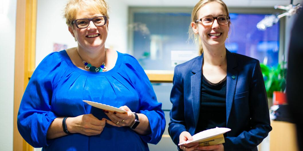 Trine Skei Grande og Iselin Nybø fra Venstre, her på kakefest hos Norsk studentorganisasjon for et par statsbudsjettersiden. Foto: Wanda Nathalie Nordstrøm