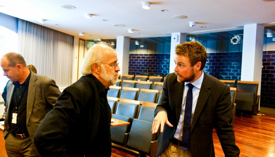 Rektor Petter Aasen (til venstre) - her i samtale med statsråd Torbjørn Røe Isaksen - jobber hardt sammen med Telemarkrektor Kristian Bogen for å bli universitet raskere enn det som skal være teknisk mulig med dagenssystem.